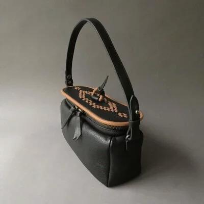 日本品牌 恰到好處矩形鍋編織單肩包