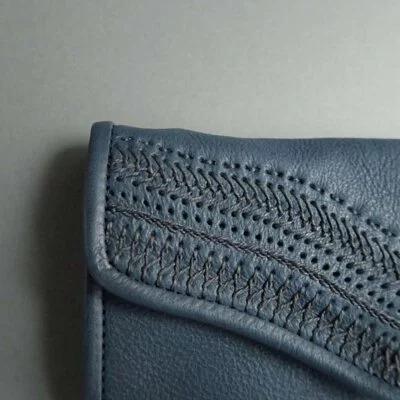 日本品牌 恰到好處亞麻刺繡長夾 兩色